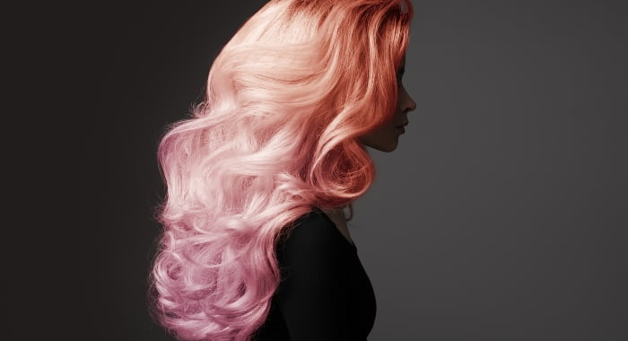 """The type 2 hair is also known as wavy hair, where you can see a clear """"S"""" pattern."""